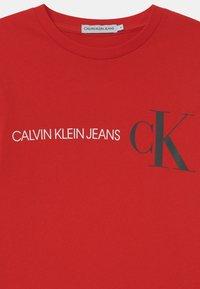 Calvin Klein Jeans - REFLECTIVE LOGO  - Bluzka z długim rękawem - red - 2