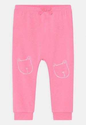 ARCH  - Stoffhose - neon impulsive pink