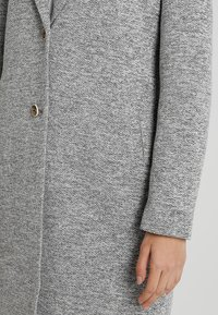 ONLY - ONLCARRIE - Abrigo clásico - light grey - 5