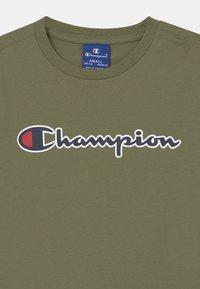 Champion Rochester - LOGO CREWNECK UNISEX - T-shirt print - khaki - 2