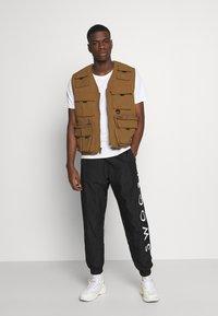 Nike Sportswear - PANT - Pantaloni sportivi - black/white - 1