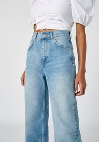 PULL&BEAR - FLARE-FIT - Flared Jeans - blue - 3
