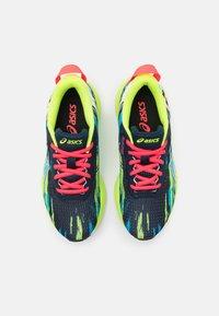 ASICS - GEL-NOOSA TRI 13 UNISEX - Zapatillas de competición - black/hazard green - 3
