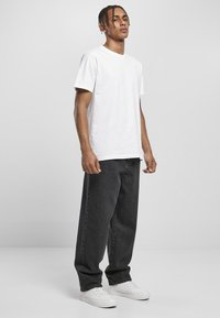 Urban Classics - Relaxed fit jeans - black acid washed - 1