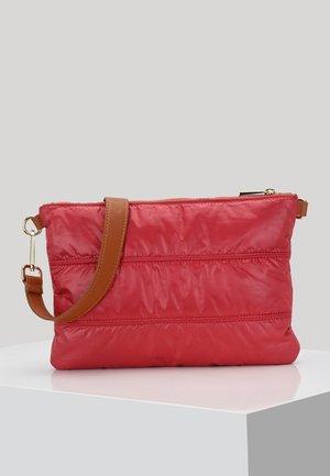 CROSSBODY BAG CLAIRE - Schoudertas - red
