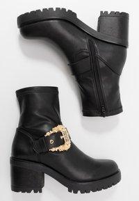 Versace Jeans Couture - Stivaletti con plateau - nero - 3
