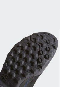 adidas Performance - TERREX EASTRAIL MID GORE-TEX - Obuwie hikingowe - grey - 8