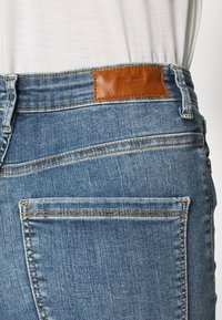 Vero Moda - VMSOPHIA DESTROY - Jeans Skinny Fit - medium blue denim - 4