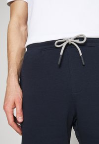 Selected Homme - SLHMICAH - Shorts - navy - 4