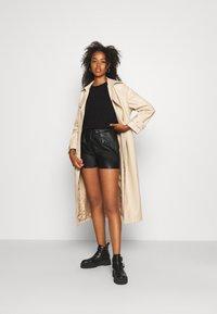Molly Bracken - Shorts - black - 1