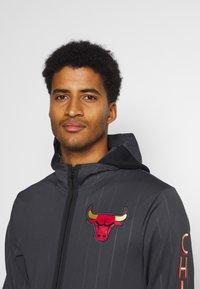 Nike Performance - NBA CHICAGO BULLS CITY EDITON THERMAFLEX FULL ZIP JACKET - Veste de survêtement - anthracite/black/white - 3