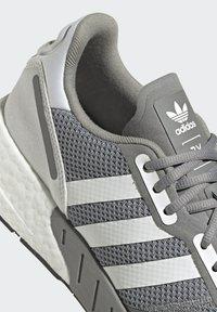 adidas Originals - ZX 1K BOOST SCHUH - Sneakers - grey - 7