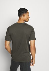 Nike Performance - DRY TEE BLOCK - Print T-shirt - sequoia/mystic stone - 2