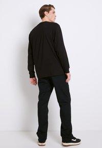 Vans - LEFT CHEST HIT - Long sleeved top - black/white - 2