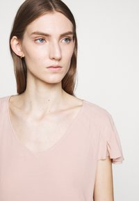 Bruuns Bazaar - LILLI ABELINE - Blouse - cream rose - 3