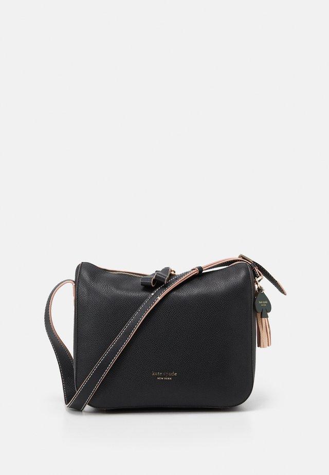 MEDIUM SHOULDER BAG - Taška spříčným popruhem - black