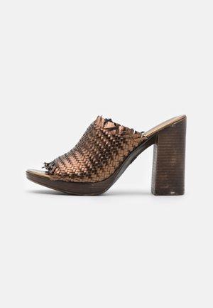 CAMERON - Heeled mules - bronze