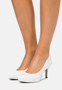 Tamaris - COURT SHOE - Classic heels - white - 0