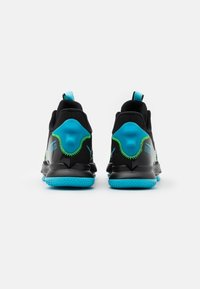 Nike Performance - LEBRON WITNESS V - Basketball shoes - black/lagoon pulse/green strike - 2