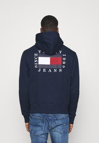 Tommy Jeans - HALF ZIP HOODIE UNISEX - Sweatshirt - twilight navy - 2