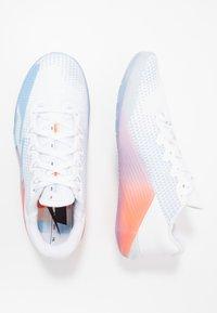 Nike Performance - METCON 5 PRM - Treningssko - white/psychic blue/hyper crimson/pink/pale ivory - 1
