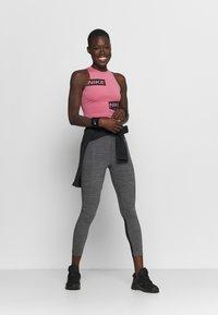 Nike Performance - 365 7/8 HI RISE - Punčochy - black/white - 1