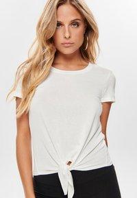 ONLY - ONLARLI  - T-shirt z nadrukiem - white - 3