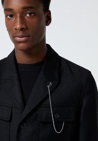 The Kooples - EN LAINE BOUTONNÉ À COL CRANTÉ - Light jacket - black - 4