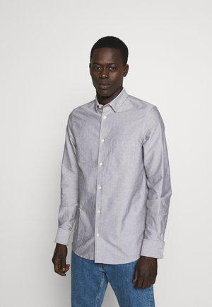 TIM OXFORD SHIRT - Shirt - dark oak white mix