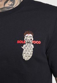 Nike Sportswear - TEE FOOD CART - T-shirt print - black - 5