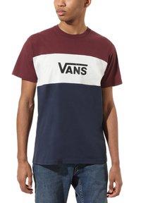 Vans - MN RETRO ACTIVE SS - Print T-shirt - port royale-dress blues - 0