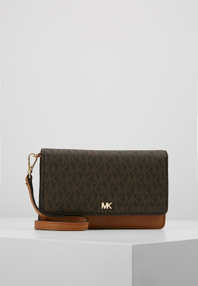 MICHAEL Michael Kors - PHONE CROSSBODY - Portefeuille - brown/acorn
