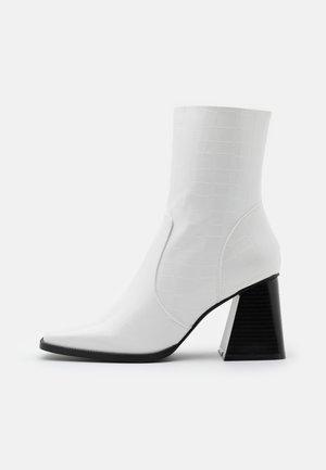 LANIE - Stivaletti - white