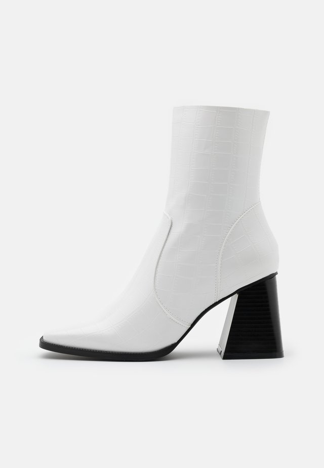 LANIE - Støvletter - white