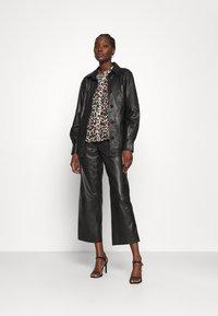 Calvin Klein - GEORGETTE BLOUSE 2-IN-1 - Blouse - white/black - 1