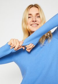 TOM TAILOR - SWEATER NEW OTTOMAN - Jumper - soft charming blue - 4