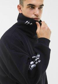 Bershka - MIT ROLLKRAGEN - Sweatshirt - black - 3