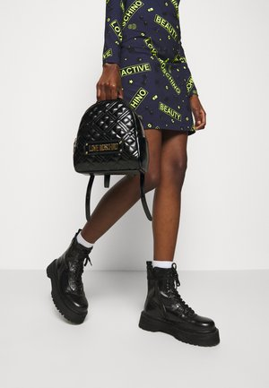 NEW SHINY QUILTED - Rucksack - black