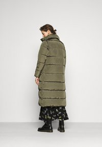ONLY - ONLISABEL X-LONG 2IN1 PUFFER  - Winter coat - kalamata - 2