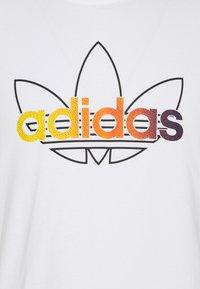 adidas Originals - GRAPHIC UNISEX - Print T-shirt - white/multicolor - 2