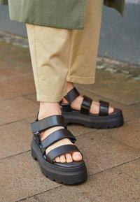 Pavement - FONSO - Platform sandals - black - 4
