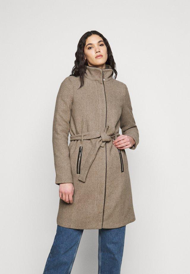 VMCLASSBESSY - Halflange jas - sepia tint