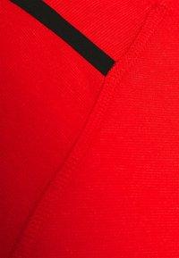 Nike Performance - T-shirts med print - university red/black - 5
