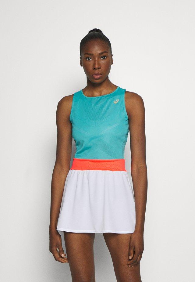 TENNIS DRESS - Sukienka z dżerseju - techno cyan