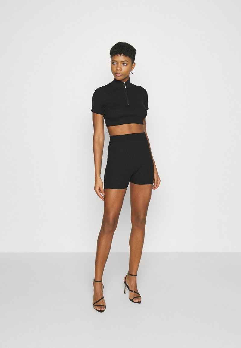 Trendyol - T-shirt con stampa - black