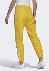 adidas Originals - PAOLINA RUSSO - Teplákové kalhoty - active gold - 1