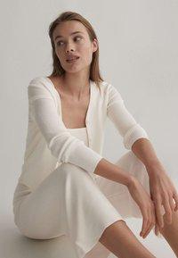 OYSHO - Kalhoty - white - 3