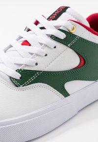 DC Shoes - KALIS VULC - Skate shoes - white/red - 5
