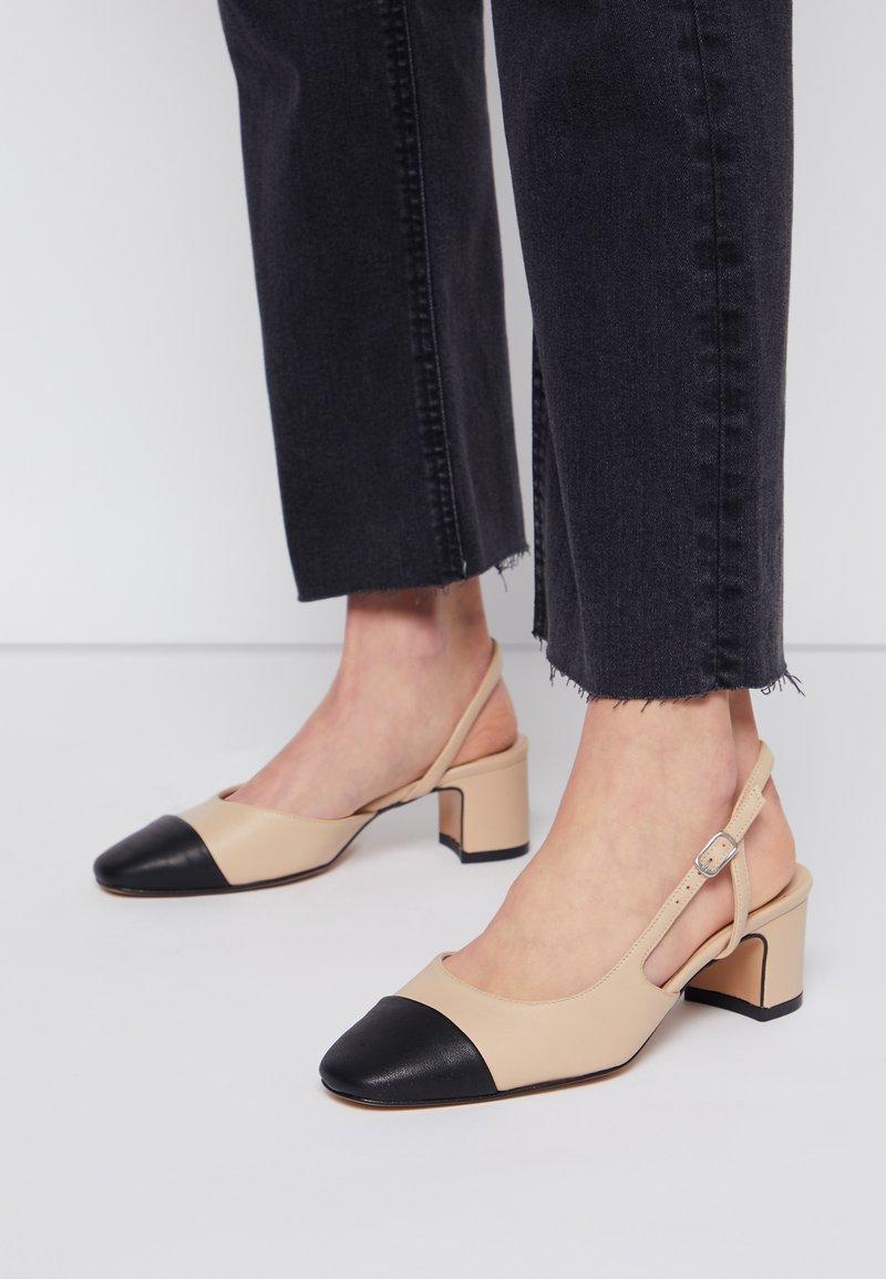 Bianca Di - Classic heels - beige