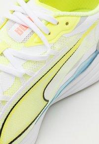 Puma - ULTRARIDE  - Zapatillas de running neutras - white/fizzy yellow - 5